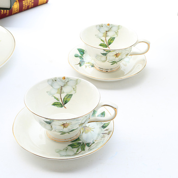 Bone China Coffee Cup and Saucer European Luxury Porcelain Cup and Saucer Sets Japanese Taza Desayuno Home Furnishings OO50BD