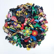 100 sztuk mieszane losowe Cartoon pcv Charms butów Anime akcesoria do butów klamry do butów Croc Charms JIBZ dekoracja butów dla dzieci prezent tanie tanio ECTIC Ozdoby do butów Urok