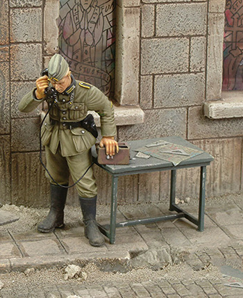 1/35  Ancient Telephone Operator (WITH DESK ) Stand Resin Figure Model Kits Miniature Gk Unassembly Unpainted