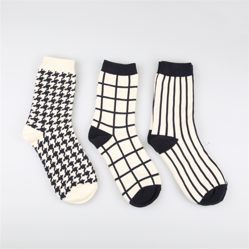 1Pair Checked Japanese Lattice Vertical Stripes Harajuku Women/Men Fashion Causal Socks Autumn Winter Classic Black&White Socks