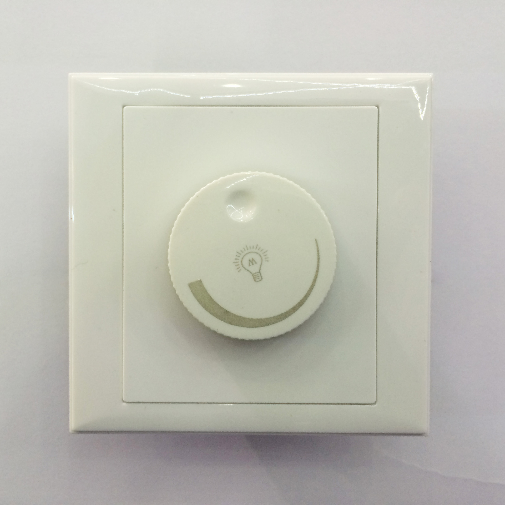 Hong Kong Schneider Electric High Pressure 110vLED Lamp Silicon Controlled Dimmer 150 W Japan Voltage Bulb Dimmer