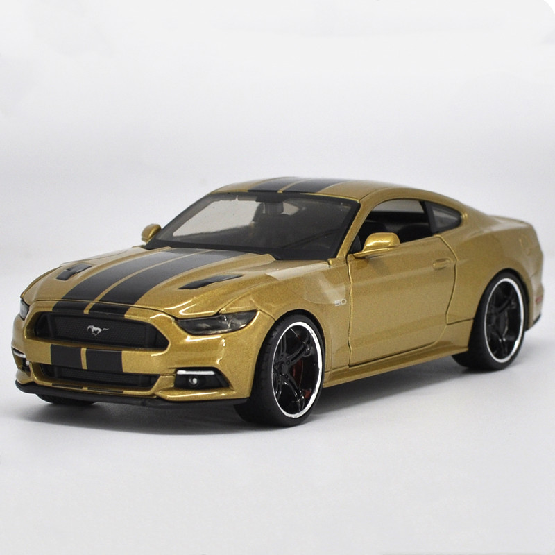 Exquisite collection <font><b>1:24</b></font> 2015 <font><b>Ford</b></font> <font><b>Mustang</b></font> sports car alloy model,simulation die-casting advanced gift ornaments,free shipping image