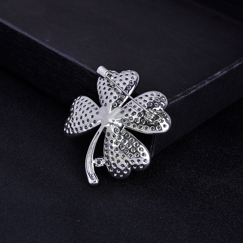 Korean Fashion Brooch High-end Delicate Clover Flowers Corsage Women's Clothing Accessories Pin