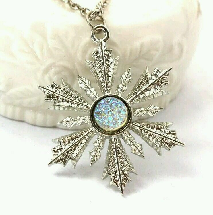 Once upon a time Anna/'s frozen snowflake pendant necklace