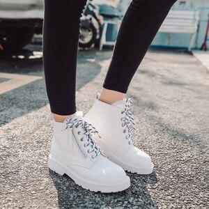 Image 4 - Donna in mode laine chaude neige bottes plate forme côté Zip à lacets bottes en cuir véritable bottes 2020 automne hiver chaussures noir blanc