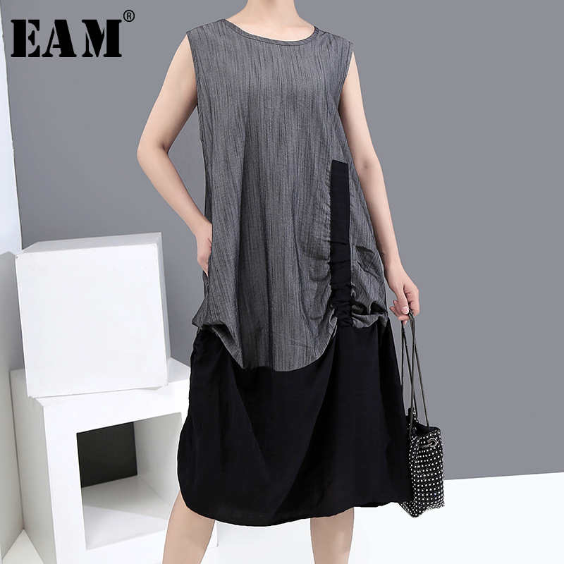 [EAM] Women Gray Contrast Color Irregular Midi Dress New Round Neck Sleeveless Loose Fit Fashion Tide Spring Summer 2020 1X025