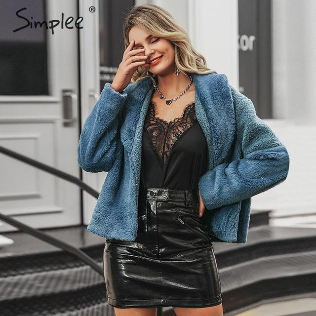 Simpleeパッチワークフェイクファーコート女性エレガントなボタン秋冬女性暖かいコートファッション生き抜く女性ショート毛皮のオーバーコート