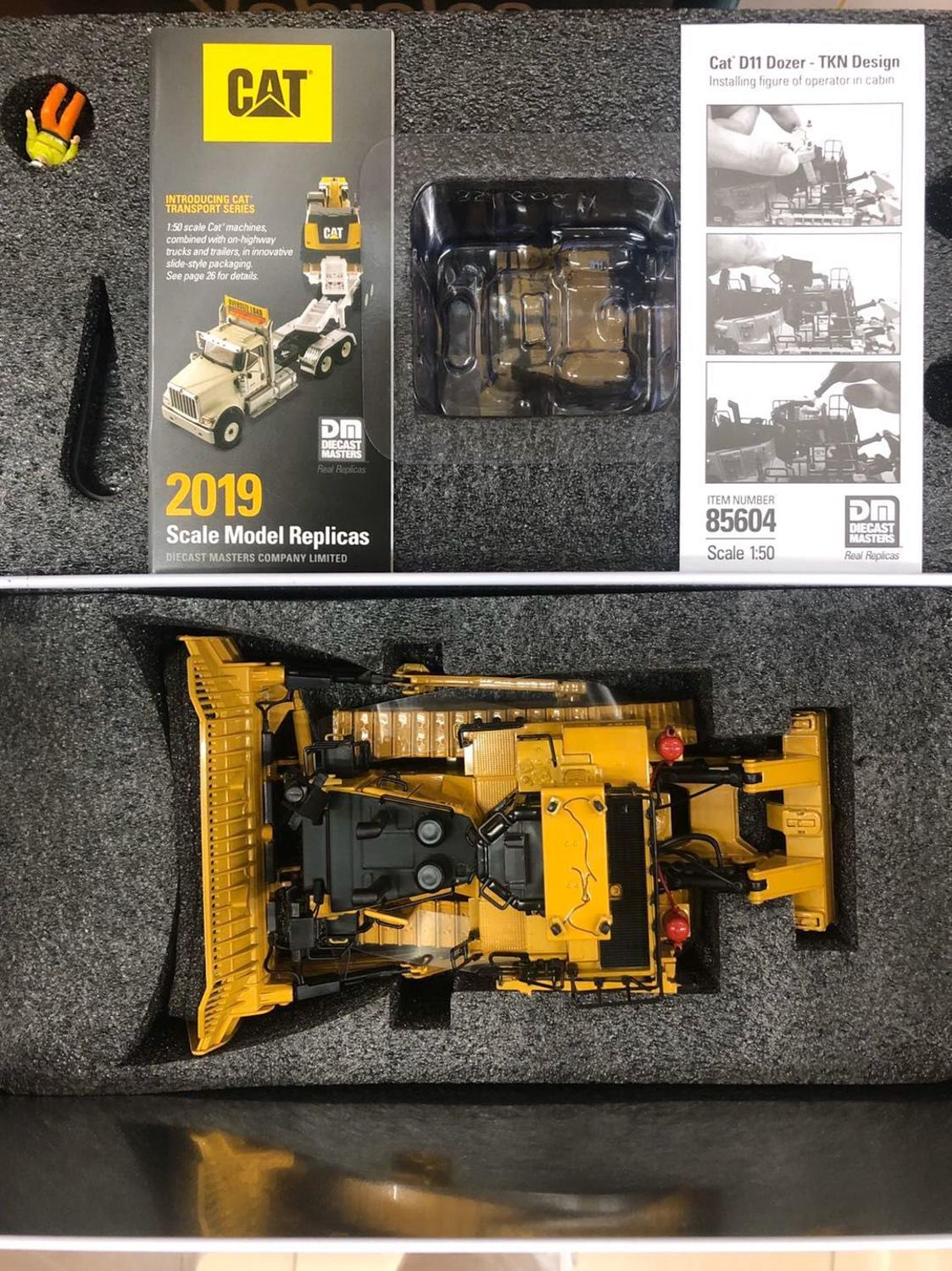 Cat D11 Dozer Track Tractor TKN Design 1:50 Scale Model DieCast Masters DM85604
