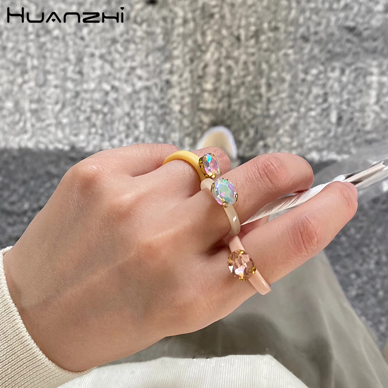 HUANZHI 2020 New Individuality Colorful Transparent Geometric Rectangle Rhinestone Acrylic Rings for Women Vacation Jewelry