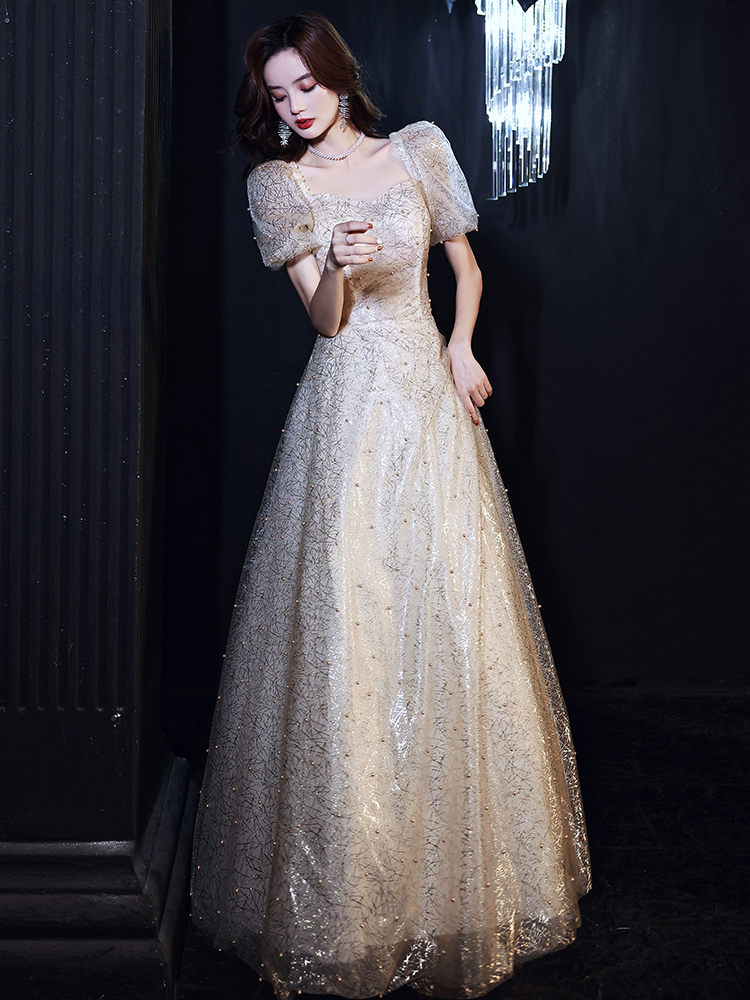 Elegant Sweetheart Collar Short Puff Sleeve Floor Length Quinceanera Dress Fashion Pearls Embellishment Pageant Party Gown