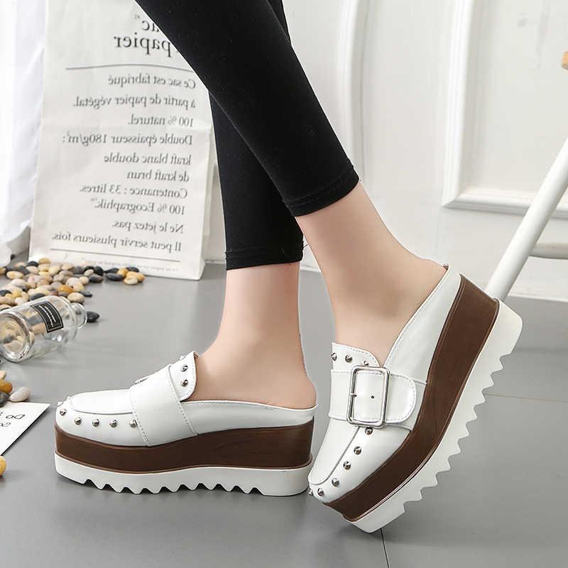 Lucyever kadın deri ayakkabı yüksek Platform takozlar kahverengi arkası açık iskarpin pompaları moda kalın alt perçinler toka rahat ayakkabılar kadın