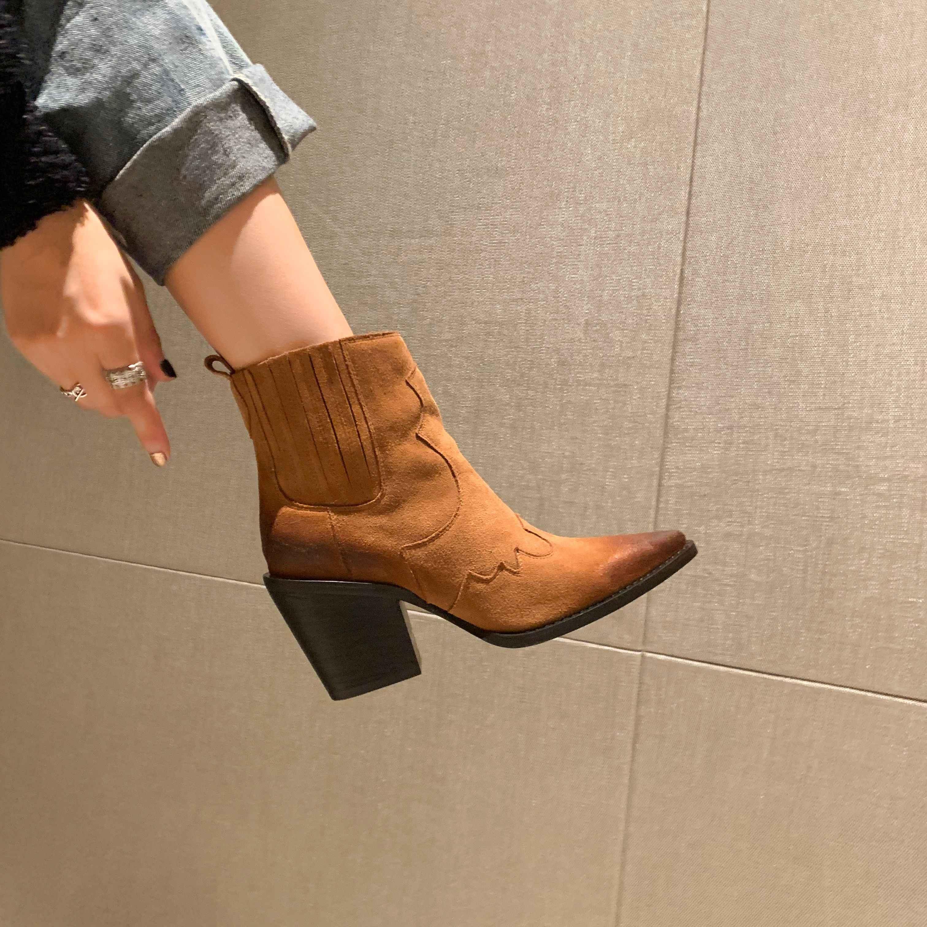 Deri çizmeler kadın hakiki sivri burun orta topuk yarım çizmeler kalın kare topuk üzerinde kayma batı botları kovboy çizmeleri kadın 2020 yeni