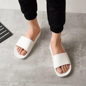 Image 5 - שחור נעלי בית שחור ולבן נעלי החלקה שקופיות אמבטיה קיץ מקרית סגנון רך בלעדי כפכפים
