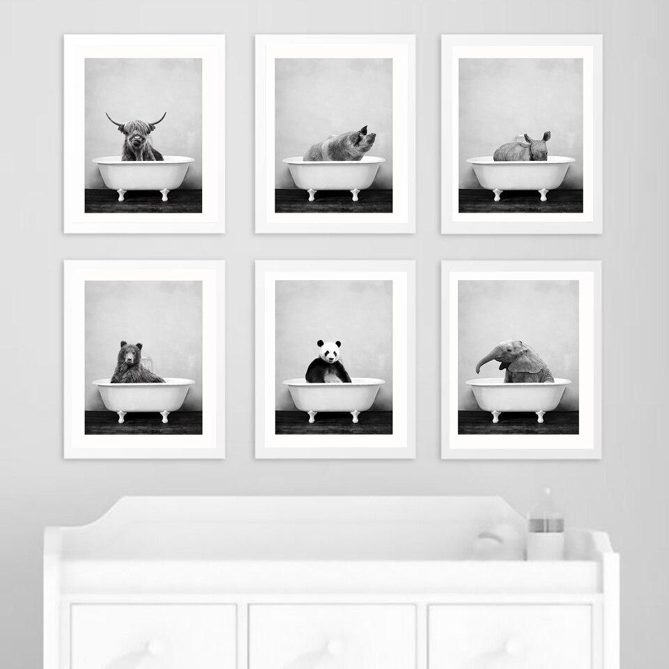 Детская одежда с животными в ванной туалета Постер