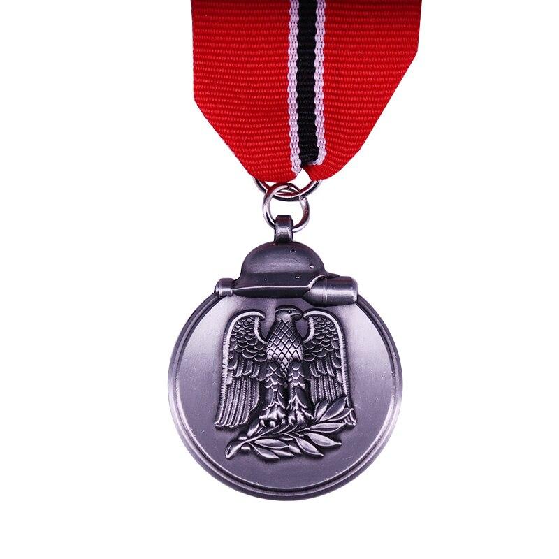 Batalha de inverno no leste medalha 1941/42 com uma longa fita prêmio militar alemão durante a segunda guerra mundial