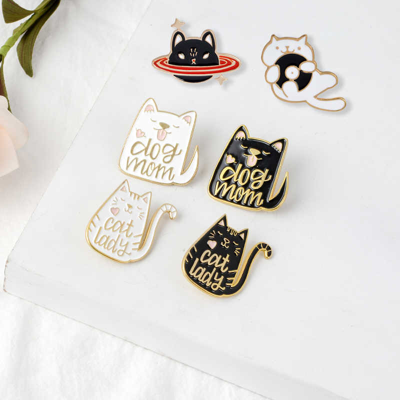 """Wanita Kucing"" ""Anjing Ibu"" Lapel Pin Angry Planet Kucing Bros Lencana Aksesoris Ransel Enamel Lucu perhiasan Hadiah untuk Teman-teman"