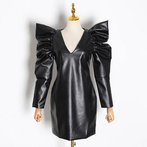 Image 3 - Twotwinstyle Vintage Pu Leer Jurken Voor Vrouwelijke V hals Bladerdeeg Mouw Hoge Taille Ruches Vrouwen Jurk 2019 Mode Kleding tij