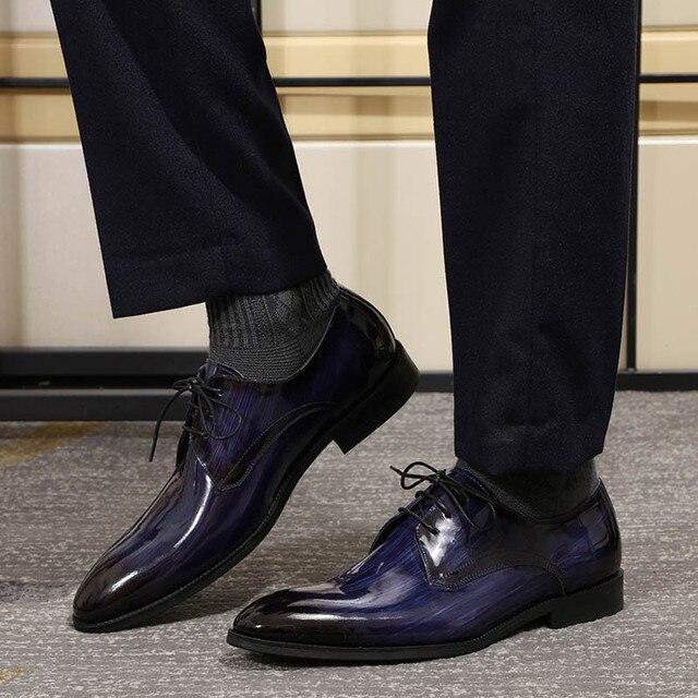 Erkekler Derby ayakkabı erkek siyah mavi Patent deri Patina el yapımı düğün elbisesi ayakkabı erkekler için Lace up resmi erkek resmi ayakkabı