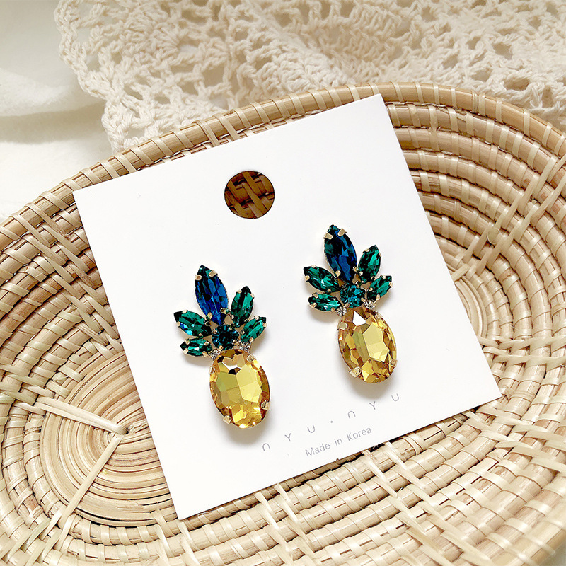 Cute Crystal Pineapple Shaped Stud Earrings For Women Fashion Jewelry 2019 New Korea Style Puck Earrings Brinco Accesorios Mujer