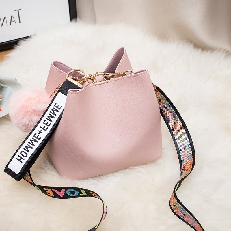 Large Capacity Bucket Bag WOMEN'S Bag 2020 New Style Fashion Mini Wide Strap Shoulder Bag Fur Ball Messager Bag Handbag