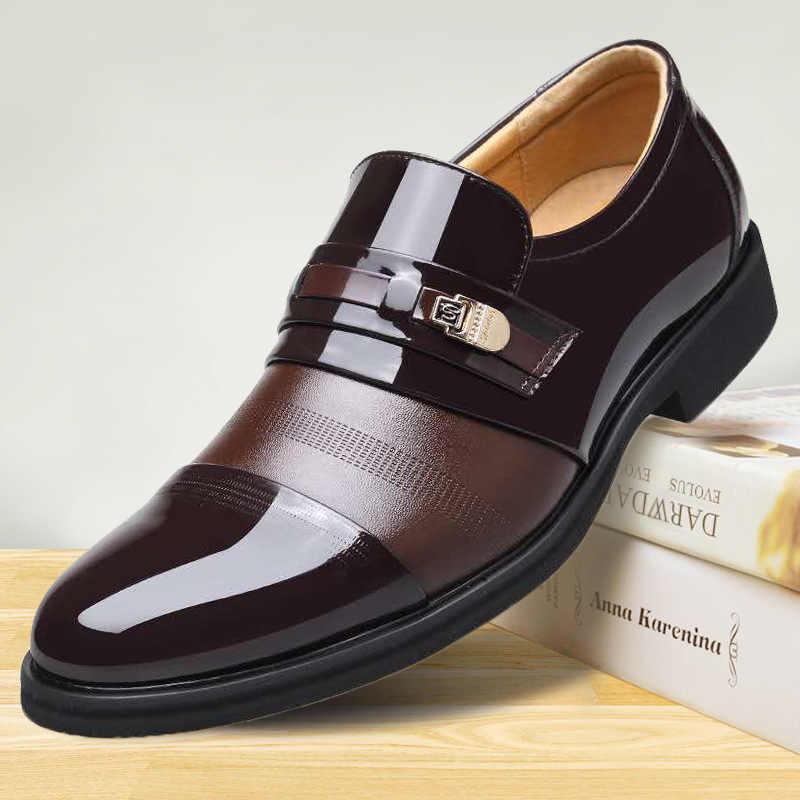Zapatos de cuero de PU de marca de lujo a la moda para hombres, mocasines de vestir de negocios, zapatos negros de punta estrecha, zapatos formales de boda transpirables Oxford 698
