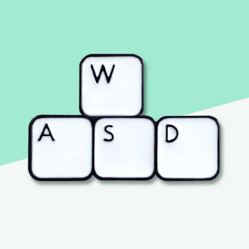 Stijlvolle Gamer WASD Directionele Key Pin Computer Toetsenbord Alfabet Doos Broche HET mannen Gift Broche Hoed Kraag Embleem Sieraden