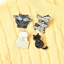 Życie jest lepsze z kotami emaliowane szpilki ciężko pracuję, więc moja kawa broszki koszula klapa torba śliczna naszywka zwierzę biżuteria prezenty dla dzieci