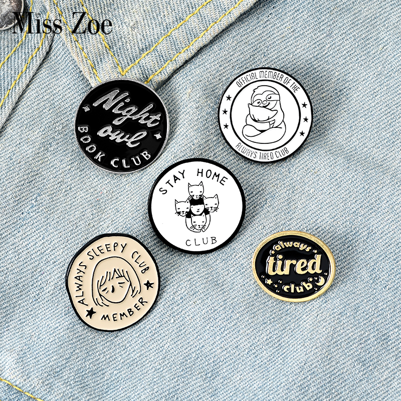 Stay Home Pin esmaltado Always Sleepy Tired Badge Custom Sloth Cat Owl broches Lapel pin Jeans camisa Bag Round Jewelry Gift