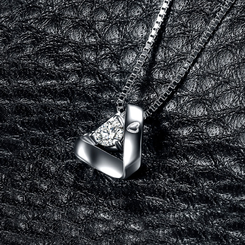 Fashion Short Silver clavicle chain for women Temperament Triangle shape Pendant Necklaces Ladies Classic Wedding Jewelry in Pendant Necklaces from Jewelry Accessories