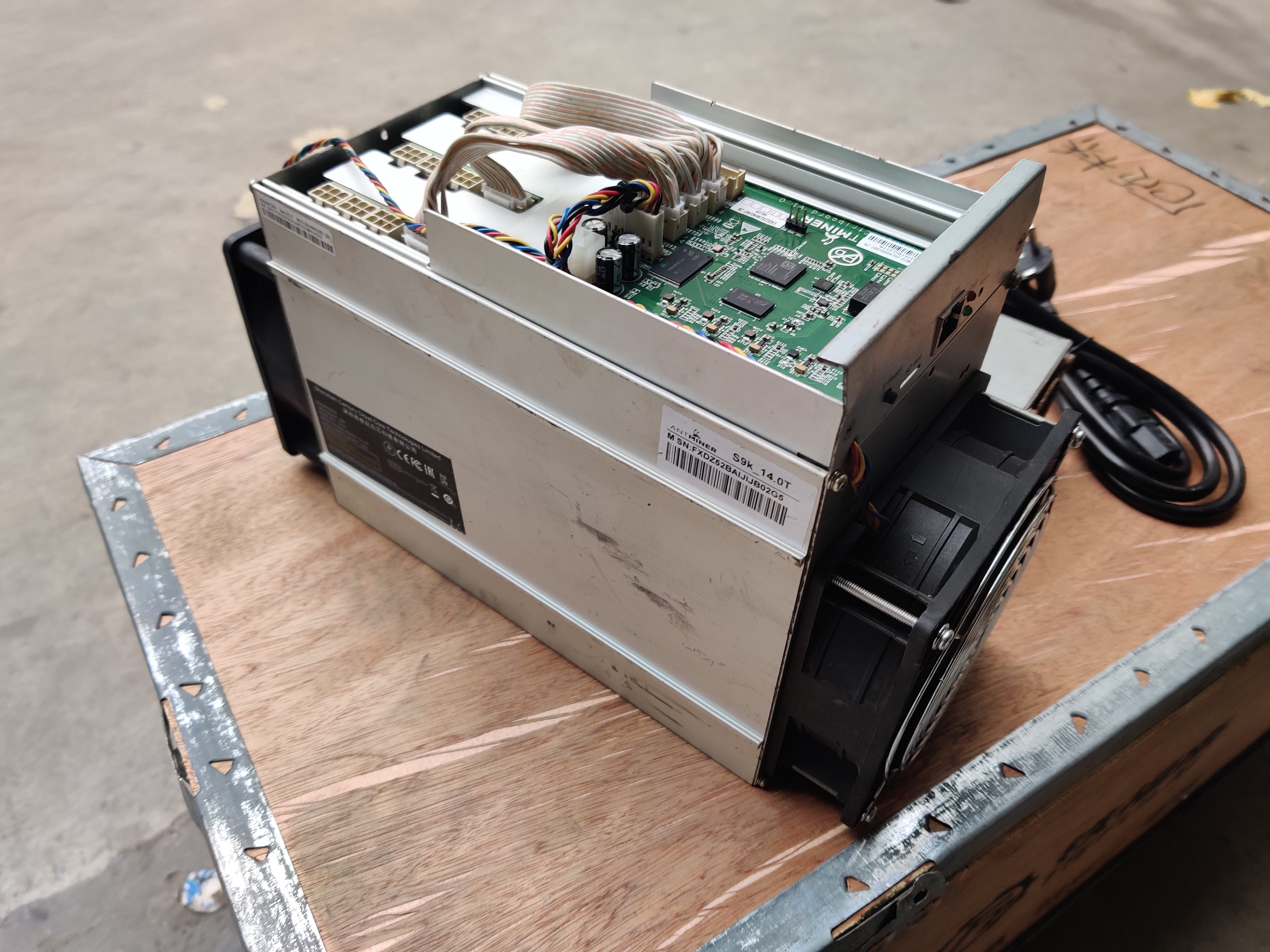 Used AntMiner S9k 14T With PSU Bitcoin BTC BCH Miner Better Than Antminer S9 13.5t 14t S9j 14.5t S9 SE S11 S15 S17 T9+ T15 T17 1