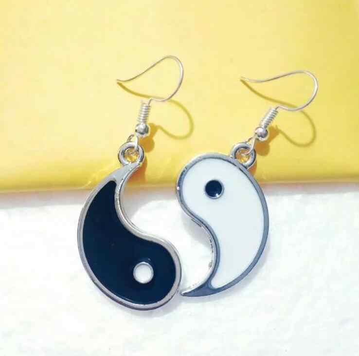 1 coppia di Gossip Tai Chi Yin Yang Dangly Orecchino Condividere Bianco Nero Amicizia Yin Yang Fascino Drappo Orecchino Delle Donne FAI DA TE gioielli Regali