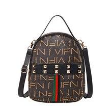 2019 nueva moda mujeres mini mochilas pequeño remache estampado letras bolsos de hombro mochilas de mujer bolso causal