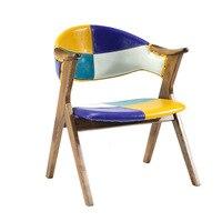 Обитый кожей стул перила из массива дерева столы и стулья группа сочетание отеля Ресторан поддельные что-то антикварное обеденный стул сто...