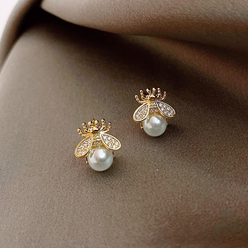 2020 Korean New Exquisite Honey Bee Pearl Earrings Fashion Temperament Versatile Small Earrings Elegant Ladies Jewelry