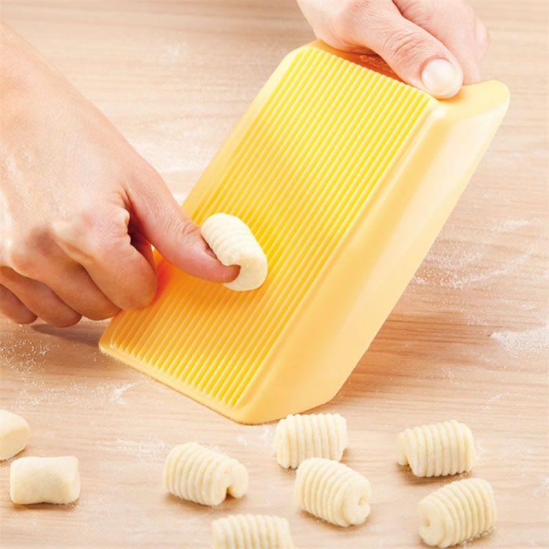 Plastic Pasta Machine Macaroni Board Spaghetti Pasta Gnocchi Maker Cutter Rolling Pin Kitchen Tool Baby Food Supplement Molds(China)