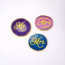 1 Pc Crystal Coaster with Mr&Mrs PVC Stickers Natural Stone Gilded Edge Agate Quartz Crystal Table Ornament