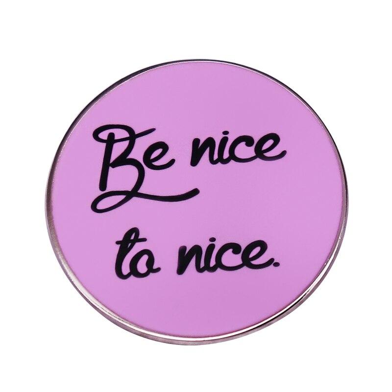 Милый розовый значок на пуговицах, вдохновленный булавкой с положительным цитатой, подарок в одном направлении