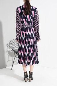 Image 5 - [EAM] vestido Midi dividido con estampado de patrón para mujer, nuevo cuello de lazo, manga larga, ajuste suelto, moda de marea, primavera otoño 2020 A872