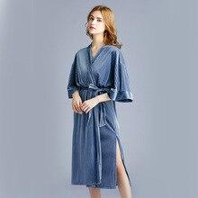 وصل حديثًا بيجامات نسائية من المخمل الذهبي لفصل الخريف لعام 2020 ملابس نوم متوسطة الطول ورداء نوم مثير