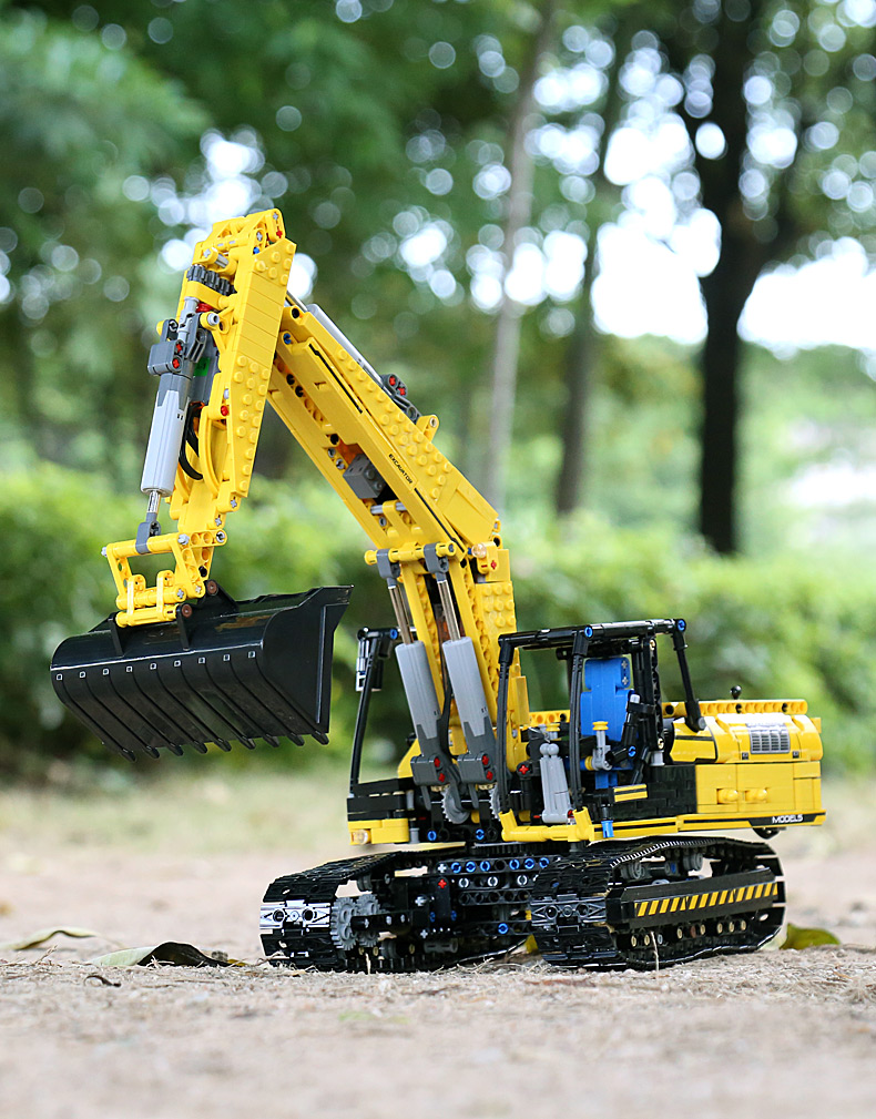 MOULD KING 13112 Compatible 8043 Technic Motorized Excavator truck Building Block (1830PCS) 9