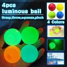 Crianças e adultos brincam com brinquedos de compressão de exaustão squash teto brilho bolas lançar alvo novos brinquedos para reduzir o estresse