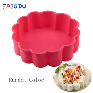 Creative Flower Shape Wave Edge Cake Mold Random Color Silicone Round Bakeware DIY Desserts Mold Mousse Bread Mould Baking Tools