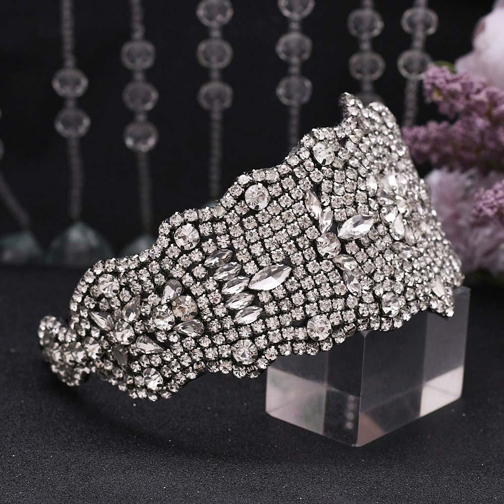 Роскошные ювелирные изделия из чистого с украшением в виде кристаллов