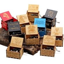 2019 nueva caja de música tallada de la reina de las galaxias castillo del juego del trono en el cielo caja de música de madera con manivela de regalo de Navidad