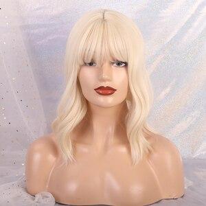 Image 2 - ความยาวปานกลาง Wavy Synthetic Wigs สำหรับผู้หญิงสีดำ Ombre สีดำไวน์แดง Wigs กับ Bangs ความร้อนทน COSPLAY Wigs