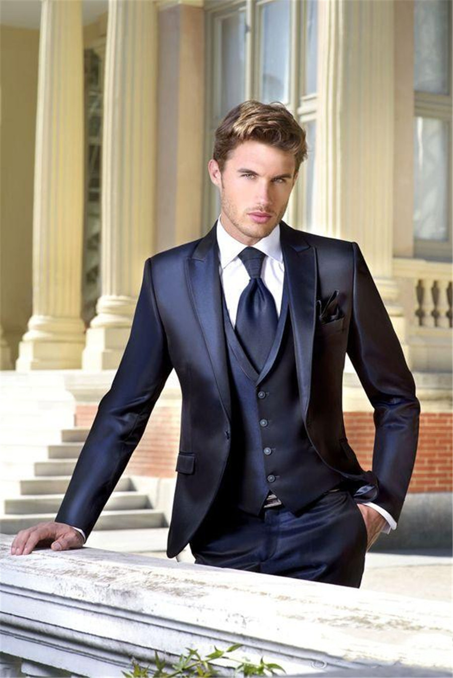 High Quality Navy Wedding Tuxedos Slim Fit Suits For Men Handsome Groomsmen Groom Men Suit Three Pieces (Jacket+Pants+Vest)