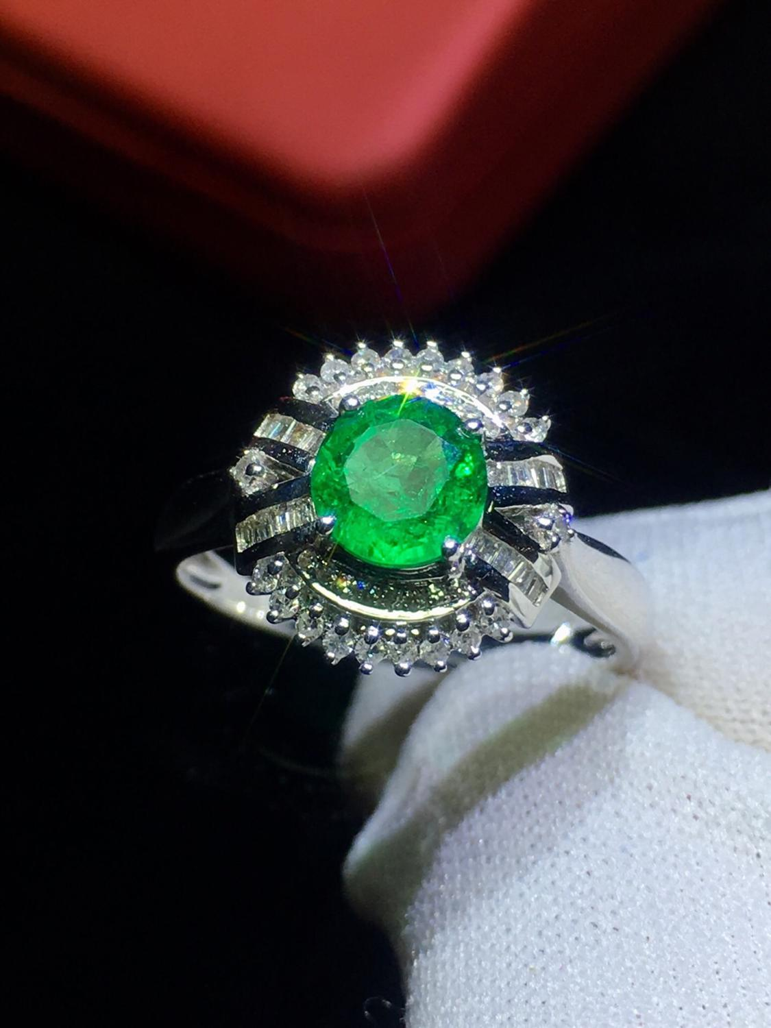 Fine Jewelry Real 18K Gold 100% Natural Vivid Green Emerald Gemstone 0.95ct 18k Gold Diamonds Female Ring for Women Rings