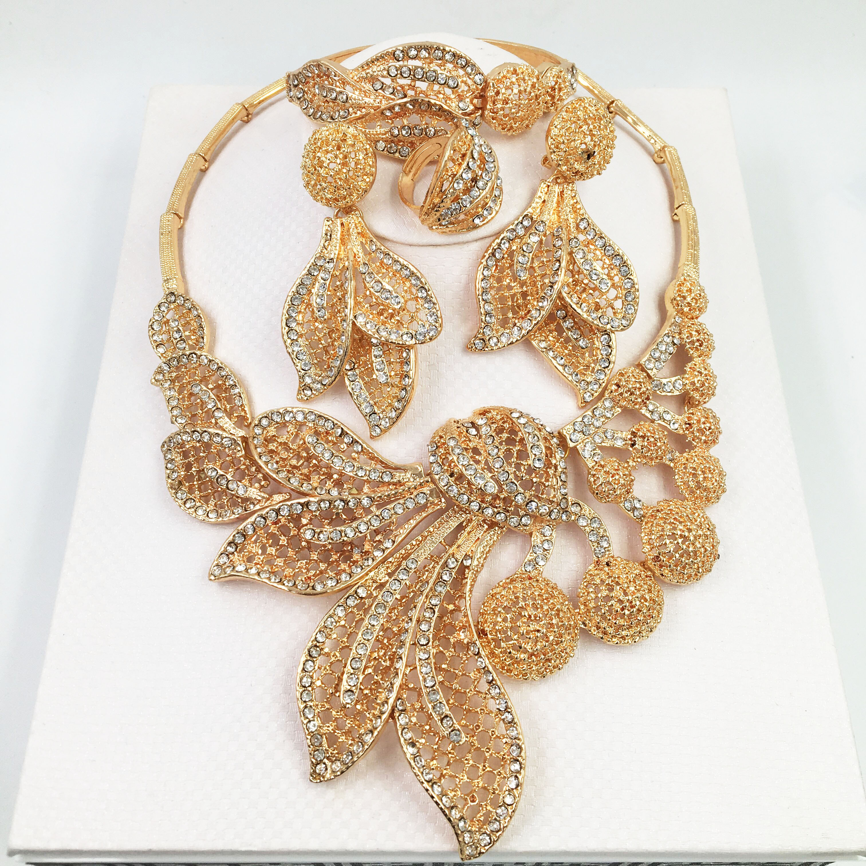 HOT Fashion wedding Dubai Africa <font><b>Nigeria</b></font> African <font><b>Jewelry</b></font> <font><b>set</b></font> gold-color necklace Earrings romantic woman Bridal <font><b>Jewelry</b></font> <font><b>Sets</b></font> image