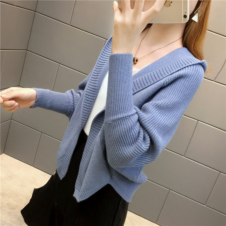 2019 Free send New style Korean loose and comfortable Autumn women Cardigan Sleeve of bat Hooded Sweater coat 153