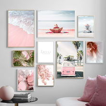 Картина на холсте с изображением розового автобуса девушки моря